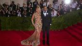 Fünf Plätze vor ihr, auf Rang 25, landet Rapper Jay-Z, Ehefrau Beyoncé Knowles folgt auf Platz 35. Zusammen verdiente das Glamour-Paar fast 140 Millionen US-Dollar.