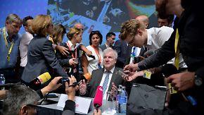 Rücktrittsforderung und Strafanzeige: Der Fall Sami A. setzt Seehofer unter Druck