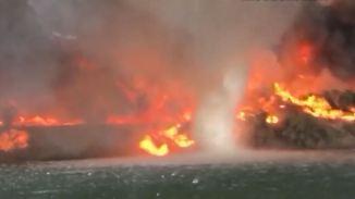 Kaum zu glauben, aber wahr: Riesiger Feuerwirbel tobt auf dem Colorado River