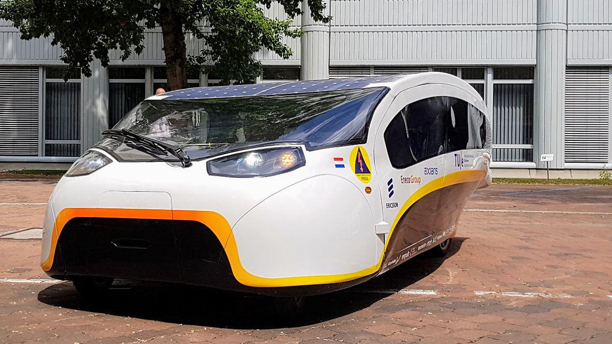 Solarauto Stella Vie fährt der Sonne entgegen
