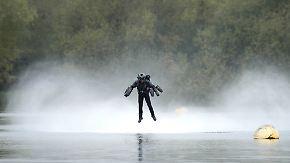 """Traum vom Fliegen, ein teures Vergnügen: Erfinder braust mit Jetsuit wie """"Ironman"""" durch die Lüfte"""