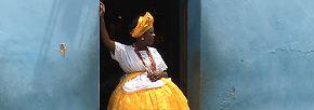 Fotograf des Jahres wird der Schweizer Alexandre Weber, der mit dem IPhone6S im brasilianischen Salvador de Bahia diese tradtionell gekleidete Frau ablichtete. Der Anthropologe und Kunsthistoriker fotografiert vor allem auf Reisen.
