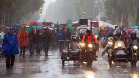 Zwischenzeitlich regnete es in der Landeshauptstadt in Strömen.