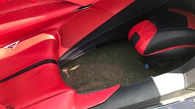 Der Boden unter dem Beifahrersitz ist aus Glas.