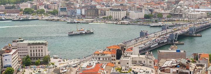 Investoren verlieren das Interesse an türkischen Anleihen, die Abwertung der Lira geht weiter. Was sich derzeit am Bosporus abspielt ist ein Countdown.