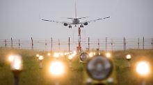 Platten auf Nordbahn angehoben: Flughafen Hannover schließt wegen Hitze