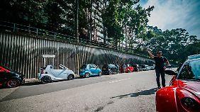 Aufgereihte Zwerge: der Smartclub Hongkong während einer Ausfahrt.