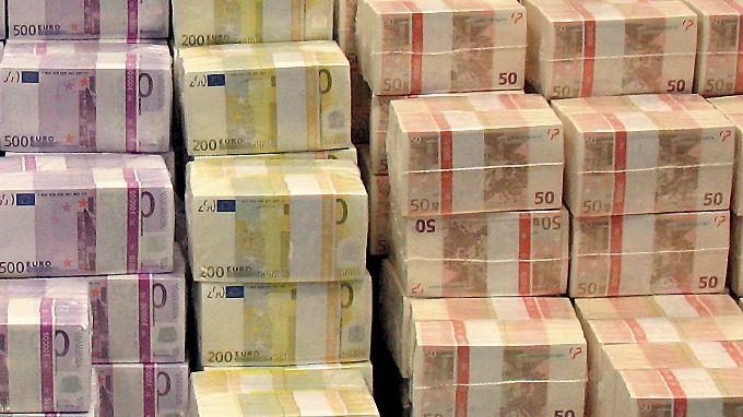 Mit kaum vorstellbaren Summen, ein Großteil als Bürgschaften, haben die EU-Staaten den Banken geholfen.