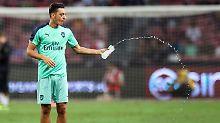 Urkal bedauert Rücktritt: Özil kriegt Arsenal-Binde, DFB sucht Kontakt