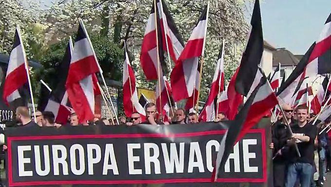 """Den Behörden seit Jahren bekannt: Rechtsradikale führen """"Feindesliste"""" mit 25.000 Namen"""