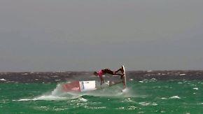 Spektakuläre WM vor Fuerteventura: Windsurf-Freestyler wirbeln über türkisblaue Wellen