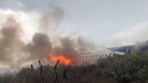 Blackbox sichergestellt: Handyaufnahmen zeigen Flugzeugabsturz in Mexiko