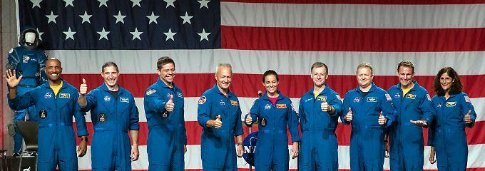 Die strahlenden US-Astronauten sollen künftig auch wieder mit US-Raumschiffen ins All fliegen.