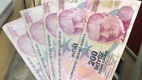 Angst vor einer Eskalationsspirale: Türkische Lira stürzt auf immer neue Rekordtiefs