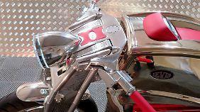 Viel Chrome und gebürstetes Aluminium ziert den V6 Café Racer von Levis.