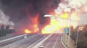Ein Toter in Bologna: Überwachungskamera zeigt verheerende Tanklaster-Explosion