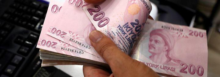 Lira im freien Fall: Anleger bereiten sich auf türkische Staatspleite vor