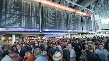 Passagiere warten, Gewinn steigt: Fraport profitiert vom Luftfahrtboom