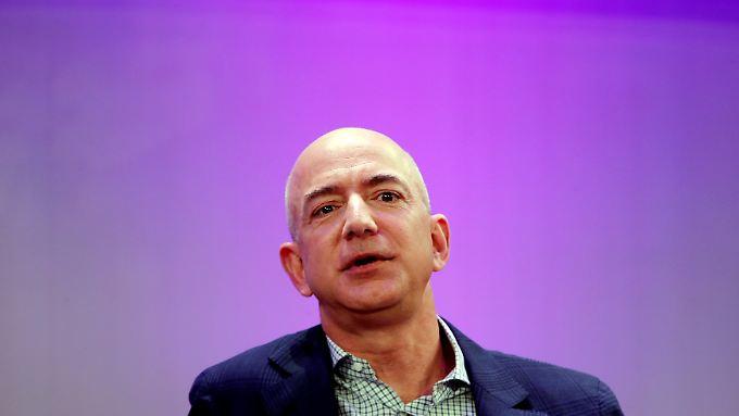 Amazon-Chef Jeff Bezos plant offenbar eigene Kliniken für seine Mitarbeiter - um Kosten zu sparen.