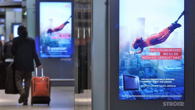 Das Plakat wird digital: In Deutschland gibt es bereits mehr als 110.00 Werbebildschirme.