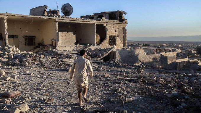 Schwere Angriffe mit Bomben und Artillerie: Bei den Kämpfen in der Region Idlib kommen Berichten zufolge auch zahlreiche Anwohner ums Leben.