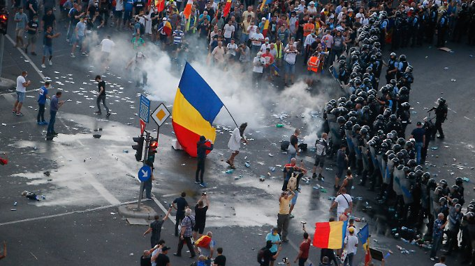 Tränengas gegen Bürger, die gegen Korruption protestieren: Die rumänische Regierung gerät durch die jüngsten Vorfälle in Bukarest auch international zunehmend unter Druck.