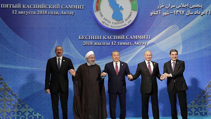 Die Präsidenten von Aserbaidschan, Iran, Kasachstan, Russland und Turkmenistan unterzeichneten das Abkommen.