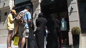Lange Schlangen vor Luxusläden: Verfall der Lira lässt reiche Türkei-Touristen jubilieren