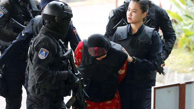 Die Indonesierin Siti Aisyah (Mitte) ist eine von zwei Angeklagten.