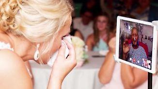 Kaum zu glauben, aber wahr: iPad-Dad führt Tochter zum Altar