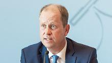 """Habe falsch gehandelt"": Flüchtlingsminister gibt Fehler bei Sami A. zu"