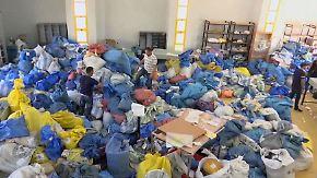 Jahre verspätet, fadenscheinige Gründe: Israel schickt zehn Tonnen Post an Palästinenser