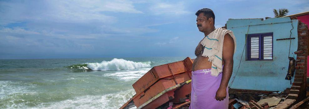 Jahrhundertflut in Südindien: Wassermassen und Geröll töten Hunderte