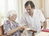 Linke will mehr Weiterbildung: Aus Arbeitslosen sollen Pflegekräfte werden