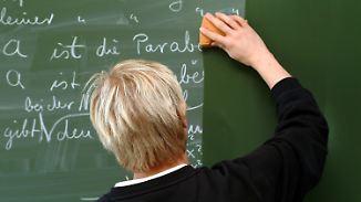 Fernseher ersetzt Pädagogen: Schüler leiden unter akutem Lehrermangel