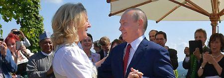 Zu Gast auf Kneissl-Hochzeit: Putin unterhält mit deutschem Trinkspruch