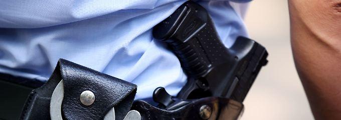 Messerangriff auf offener Straße: Täter in Düsseldorf weiter auf der Flucht