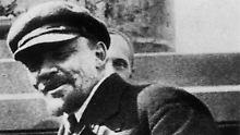 Lenin bei einer Kundgebung am 1. Mai 1920.