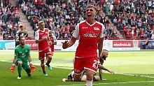 Dynamo enttäuscht bei Fiél-Debüt: Union zerlegt St. Pauli und erobert die Spitze