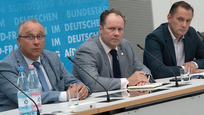 Die sächsischen Abgeordneten Jens Maier, Siegbert Droese und Tino Chrupalla haben sich kritisch, aber auch verständnisvoll zu den Ausschreitungen in Chemnitz geäußert.