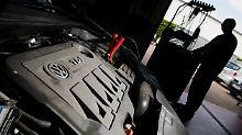 Manipulation auch bei Benzinern?: Zeugen deuten weiteren VW-Betrug an