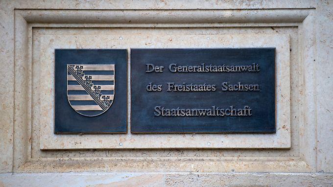 Die Staatsanwaltschaft Dresden ermittelt derzeit, ob sich weitere JVA-Beamte strafbar gemacht hätten.