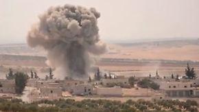 Rebellenhochburg im Bombenhagel: Syrisches Militär fliegt Luftangriffe auf Idlib
