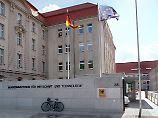 Im Bundeswirtschaftsministerium wird offenbar über die Gründung eines Staatsfonds' gegen Firmenübernahmen aus dem Ausland nachgedacht.