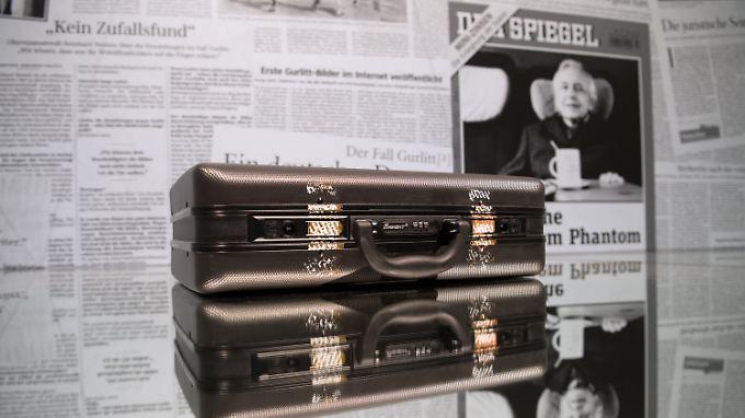 Die Ausstellung empfängt den Besucher mit dem Koffer, den Cornelius Gurlitt bei sich trug, wenn er ein Bild verkaufte.
