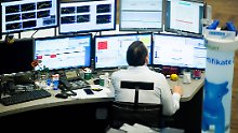 Der Börsen-Tag: Droht ein Dammbruch? Dax kämpft
