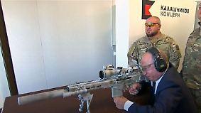 Grundstein für Soldaten-Kathedrale: Putin testet neues Scharfschützengewehr