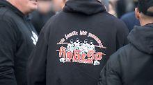 Trauermarsch in Mönchengladbach: Hogesa-Mitgründer tot aufgefunden