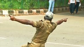 Verkehrschaos in Indien: Tanzender Polizist bändigt den Straßenverkehr