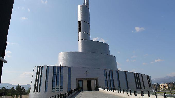 Von außen kommt man nicht unbedingt auf die Idee, dass man vor einer Kirche steht.